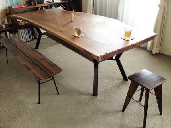 ウォルナットのリビングテーブルと鉄脚