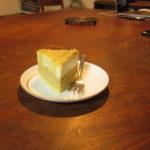 ウォルナット天板とケーキ