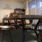 暖かい雰囲気のウォルナットリビングテーブル