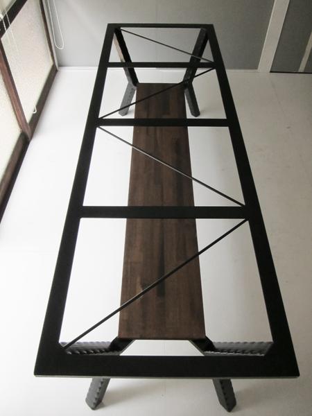 鉄脚のトラス部分