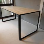 アイアン脚とパイン材のテーブル