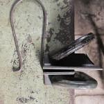 鉄の丸棒の端を曲げる