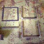 スツールの鉄脚用に部材を組立