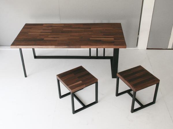 ウォルナット×アイアンのリビングテーブルとスツール