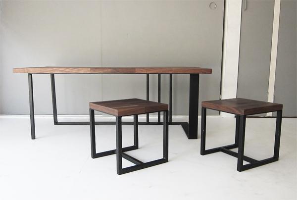 ウォルナットと鉄脚のリビングテーブルとスツール