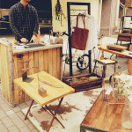 古材のカウンターやテーブル