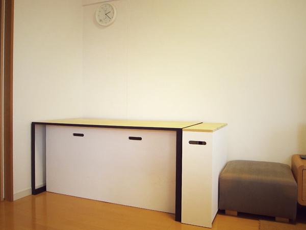 子供の勉強机にもなる鉄脚テーブルと収納シェルフのオーダー製作