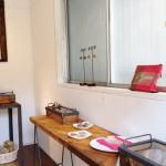 木と鉄のディスプレイケースやパッチワークテーブル