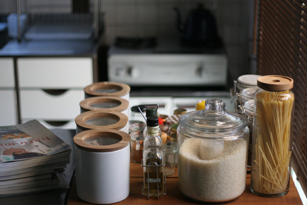 キッチン周りの調味料の置き場所に困る