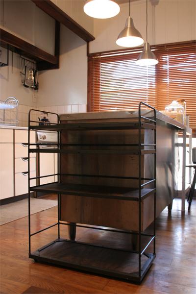 調理台のサイズに合わせたアイアンキッチンワゴン