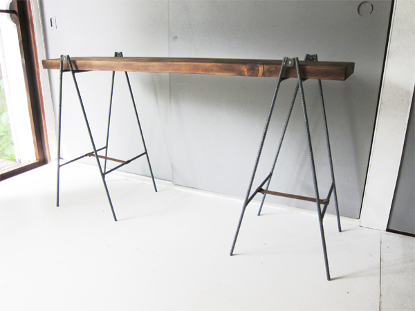 アイアン折畳み脚のテーブル