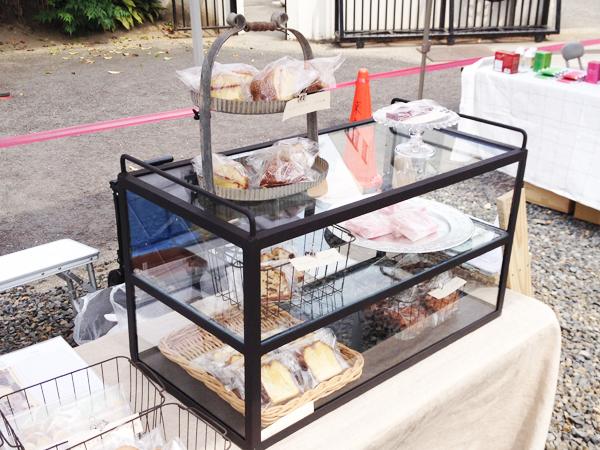 お菓子陳列用のアイアンとガラスのショーケース