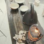 古材と流木のテーブルと照明