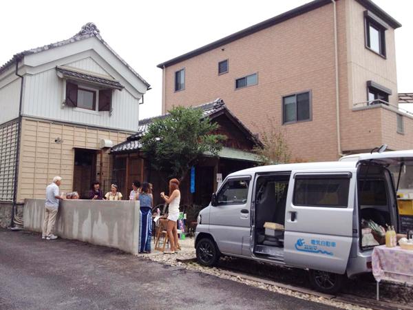 桜城址公園の前に蔵カフェ&ギャラリー