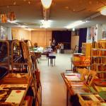 シマウマ書房 店内