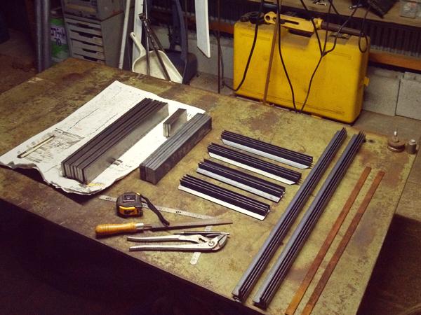 アイアンスツールやベンチの鉄脚になる材料