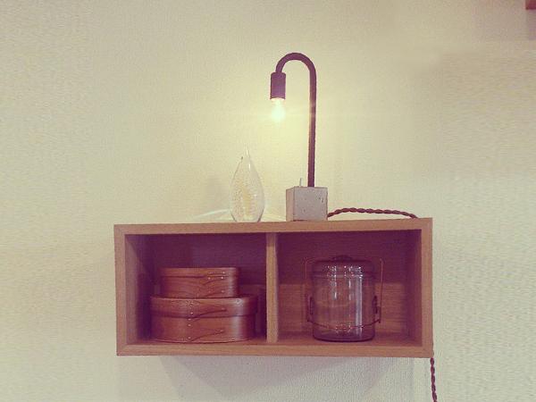 アイアンと陶器のテーブルランプやガラスのジャーなど
