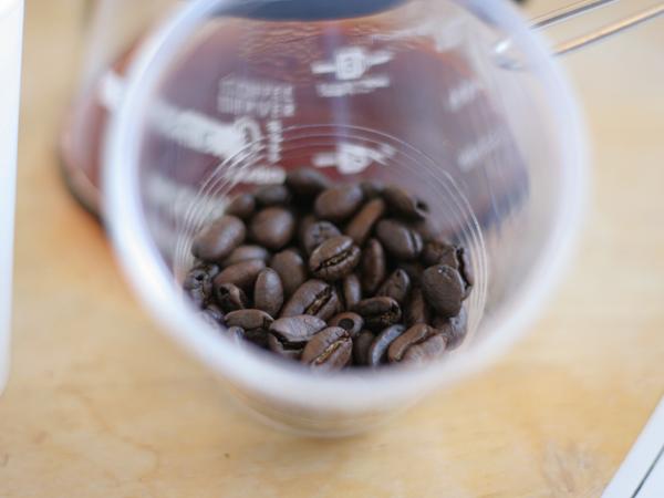 ハンドピックで除けたコーヒー豆