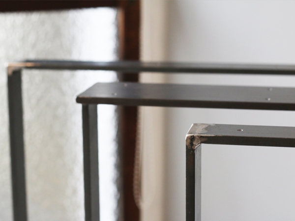 オーダー頂きましたテーブル用鉄脚を納品させて頂きました。