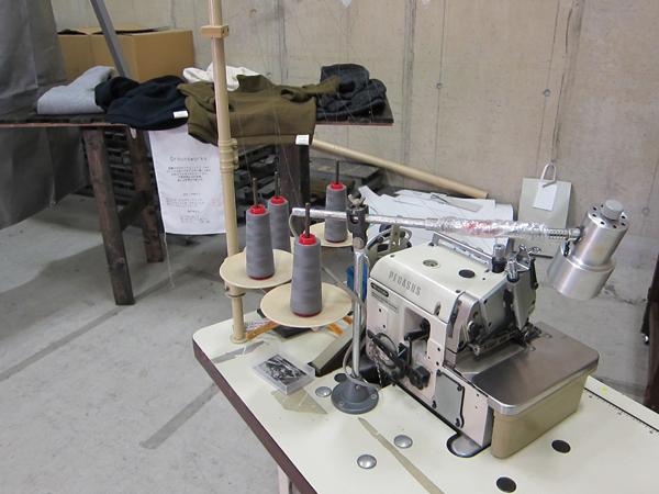 Moderate Garments ニットを縫製するミシン
