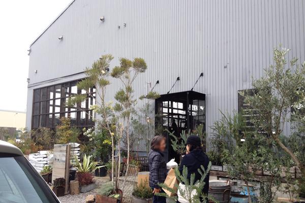 豊橋の園芸店 garageの入口