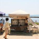 西尾市吉良町の宮崎海水浴場で開催されるイベント「海辺百貨店vol.10」に出店したTetsu Mokuの様子1。