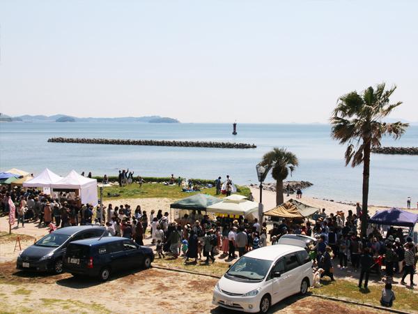 西尾市吉良町の宮崎海水浴場で開催されるイベント「海辺百貨店vol.10」の様子4。