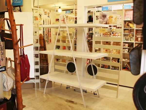 大須アパート様へ陳列棚を納品させて頂きました。