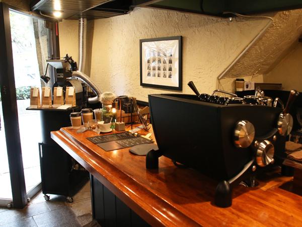 MonoArt coffee roastersのエスプレッソマシン スレイヤー