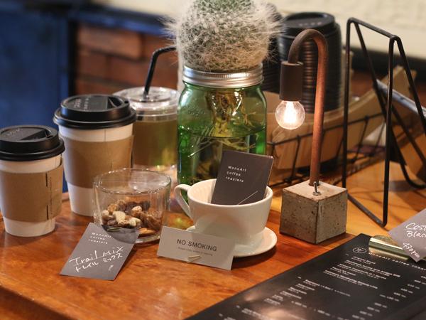 MonoArt coffee roasters Tetsu Mokuのテーブルランプ