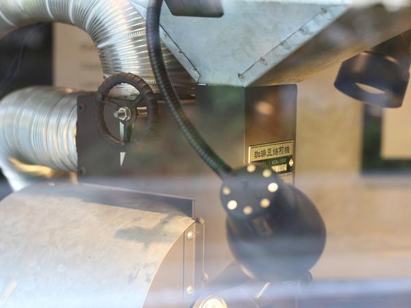 MonoArt coffee roastersの焙煎機 アイアンハンドル2