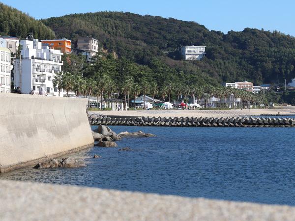 宮崎海水浴場の海辺百貨店vol.11駐車場からの会場の様子
