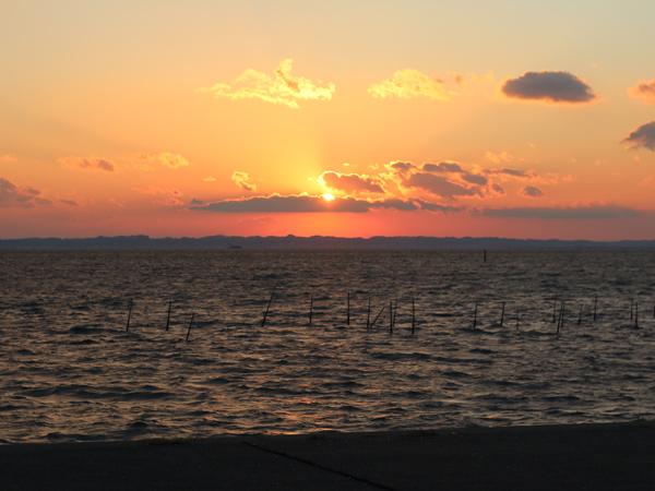 吉良ワイキキビーチ近くの海岸から見えた夕日