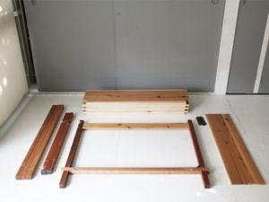 組立式テーブル パーツ並べる