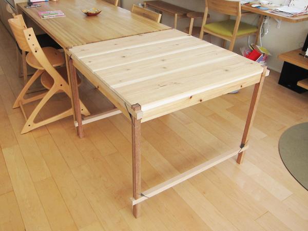 折畳み式テーブルを既存のテーブルにくっつける