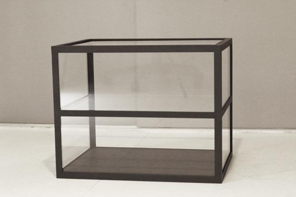 シンプルなガラスのショーケース