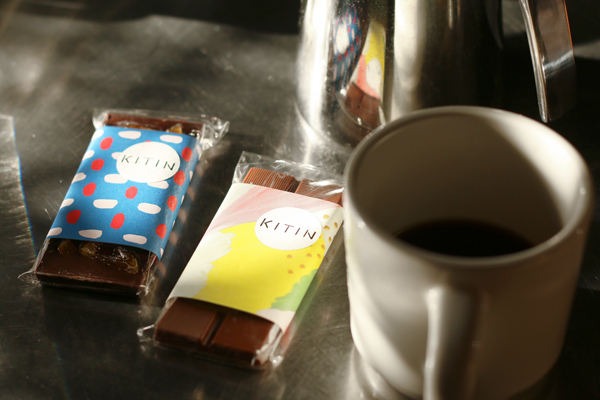 コーヒーのお供にチョコレートタブレット