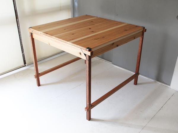 鉄と木の組立式テーブル