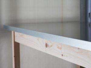 ジンクトップテーブル サイドの折り目