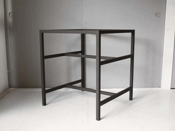 テーブル用の鉄脚 斜めから