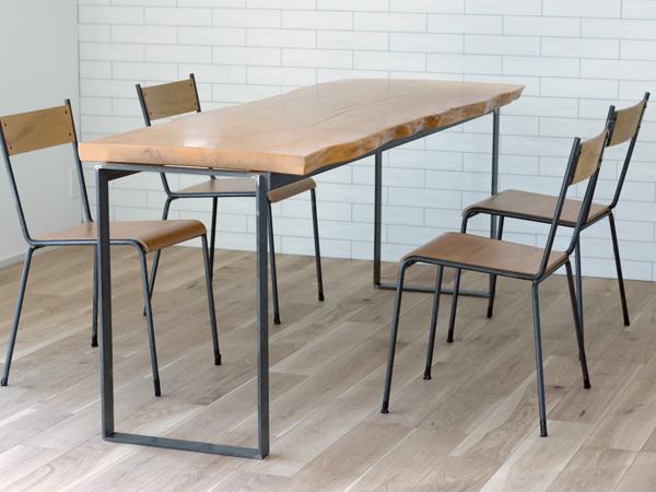 無垢板と鉄脚のダイニングテーブル