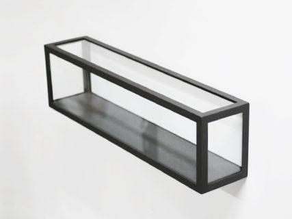 壁掛けタイプのアイアンガラスショーケース