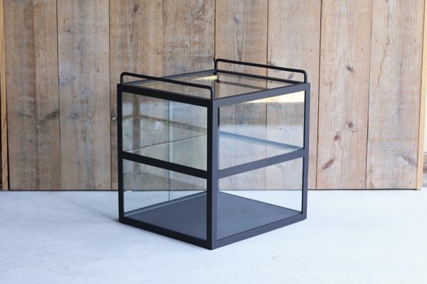 アイアンガラスショーケース2段持ち手引戸付き