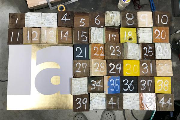 古材ブロックに番号を振る